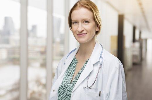 JULIE UPTON – M.S. (Thạc sỹ khoa học), R.D. (Chuyên viên dinh dưỡng), C.S.S.D. (Chuyên gia dinh dưỡng thể thao)