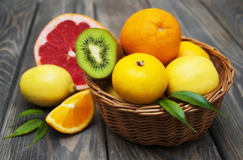 Trái cây màu sắc tươi sáng chứa nhiều chất Lutein và Zeaxanthin bảo vệ cơ thể khỏi tác hại của gốc tự do